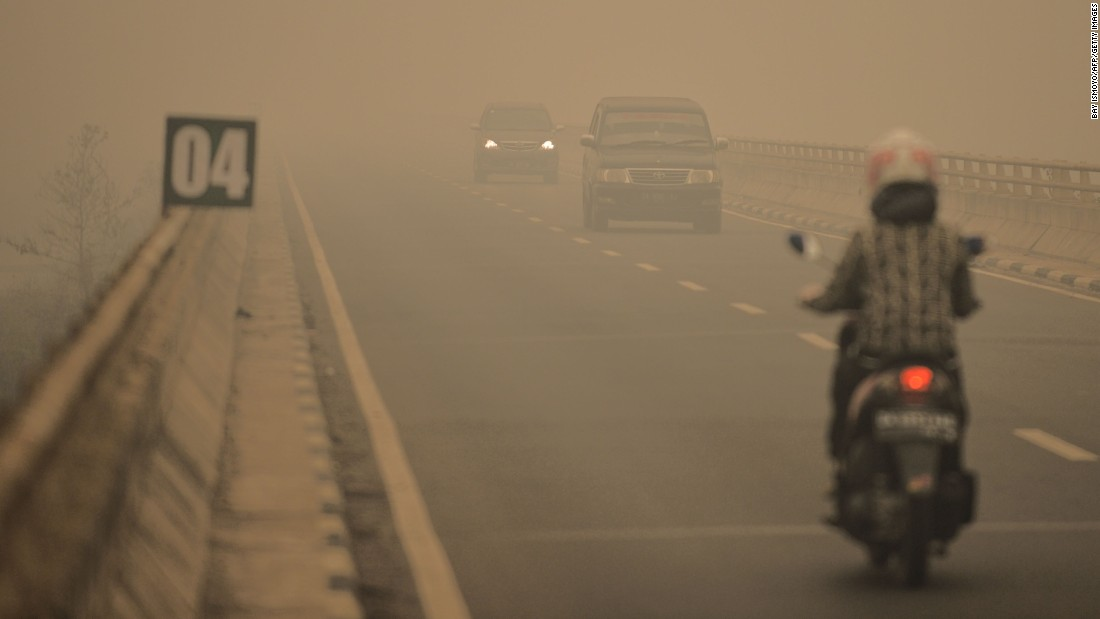Commuters drive through thick haze in Tumbang Nusa, Central Kalimantan province, on October 25.
