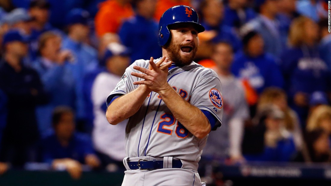 Daniel Murphy of the Mets celebrates after scoring a run in the fourth inning.