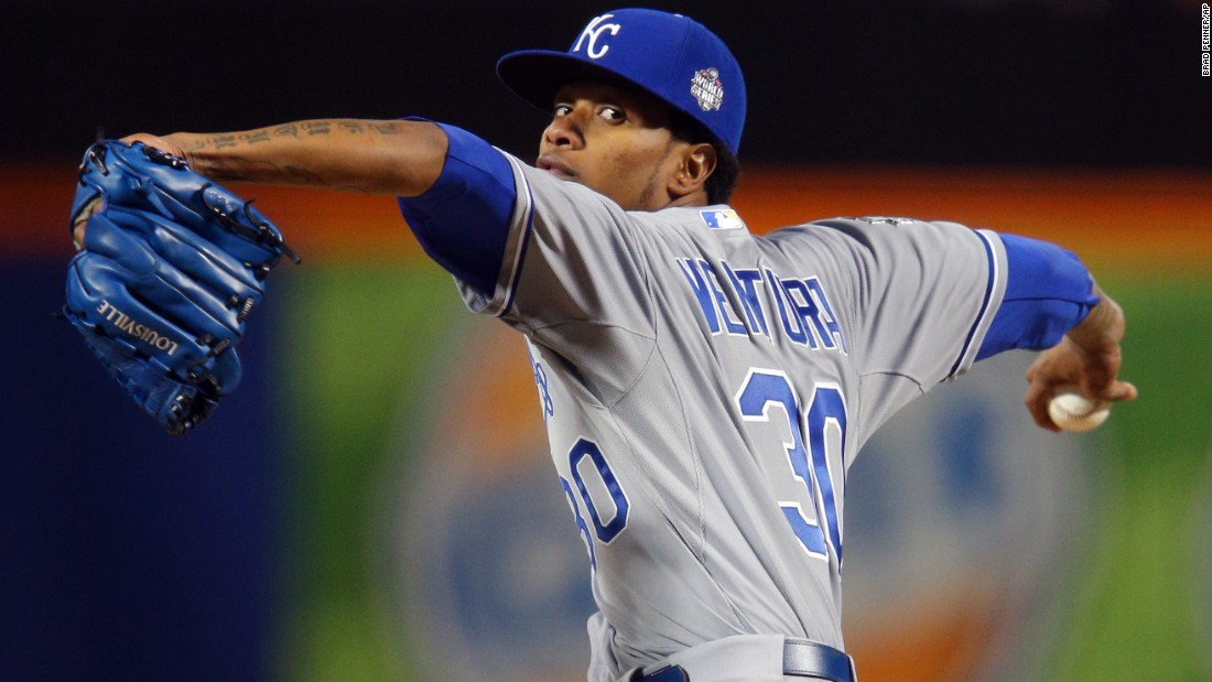 Kansas City Royals starting pitcher Yordano Ventura throws against the New York Mets during the first inning.