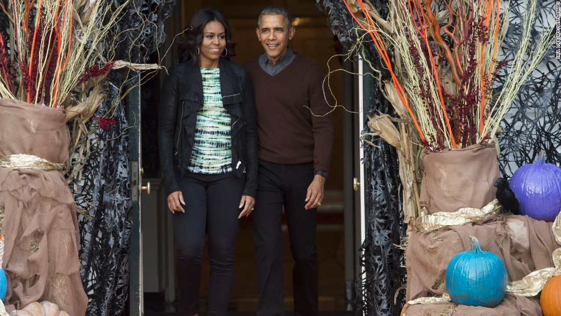 president barack obama and first lady michelle obama arrive to hand out treats to children trick - Children Halloween Pictures