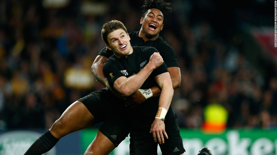 Beauden Barrett rounds off the New Zealand victory with the final try of a pulsating final at Twickenham.