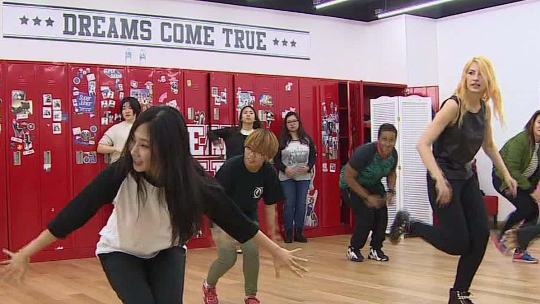 New South Korean dance craze lures foreigners - CNN Video