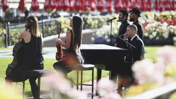 Supported by cello and violins, singer Nathaniel also performed at the racecourse.