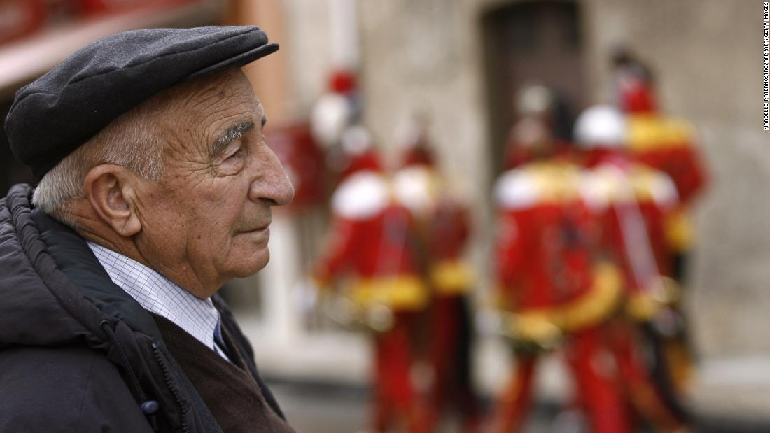 The Italian diet, combined with a climate that promotes outdoor activity, is thought to play an important role in healthy aging among Italians.