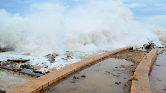 Tropical Cyclone Chapala batters Mukalla, Yemen, on Monday, Nov. 2, 2015.  The day before, the rare and rapidly intensifying cyclone killed one person and injured nine Sunday on the remote Yemeni island of Socotra as it moved toward the Yemeni mainland, local security officials said. (AP Photo/Mohammed Bazahier)