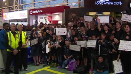 all blacks new zealand airport fans dnt_00003618