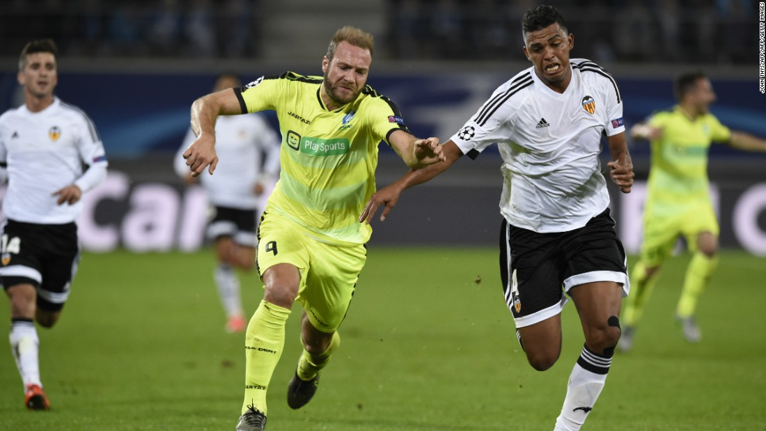 Belgian side Gent produced a fine performance to defeat Valencia 1-0 in Belgium to ensure its first victory of this campaign. Sven Kums scored from the penalty spot four minutes after the interval.