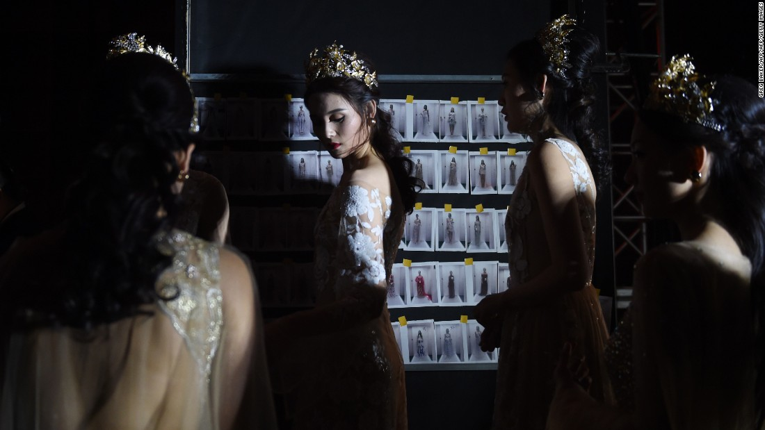 Models wait backstage before a fashion show in Beijing on Friday, October 30.