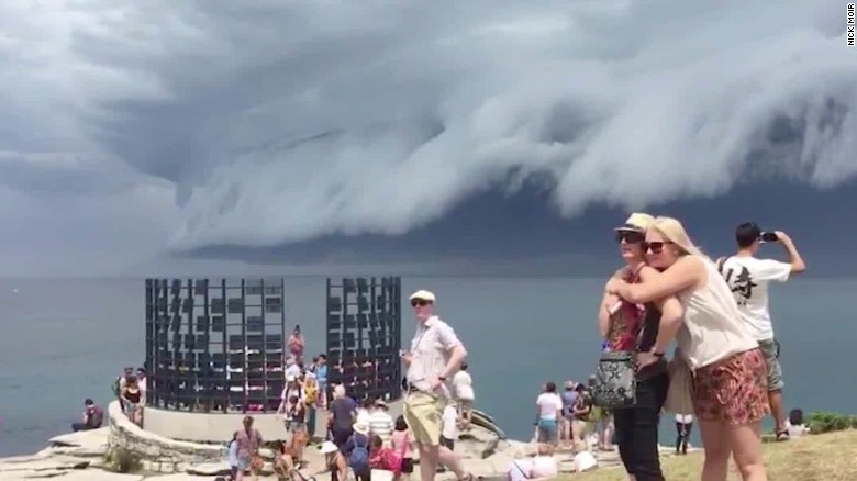 Australians awed by massive shelf cloud