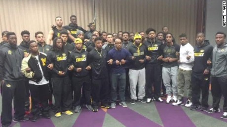 Mizzou football players demand president's resignation