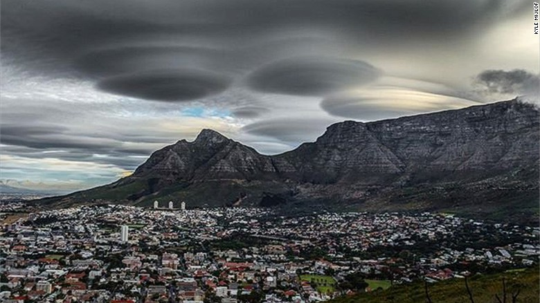 'UFO clouds' captivate onlookers