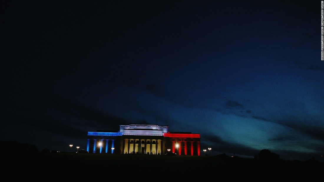 The Auckland Museum in New Zealand is illuminated in French colors on November 13.