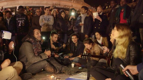 paris terror attack vigil crowd sings hallelujah_00001323.jpg