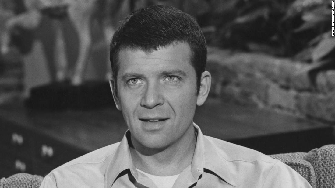 "Actor Robert Reed, who starred as father Mike Brady in ""The Brady Bunch,"" <a href=""http://abcnews.go.com/2020/story?id=132724&page=1"" target=""_blank"">never came out as gay or HIV-positive in his lifetime</a>. After he died of cancer in 1992, <a href=""http://www.nytimes.com/1992/05/20/us/hiv-contributed-to-death-of-robert-reed-doctor-says.html"" target=""_blank"">his death certificate included HIV as a contributing factor.</a>"