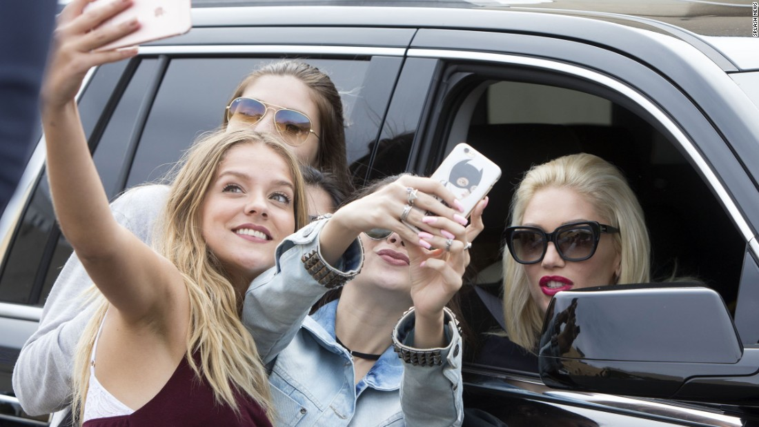 Singer Gwen Stefani poses with some fans after leaving a deli in Beverly Hills, California, on Sunday, November 15.