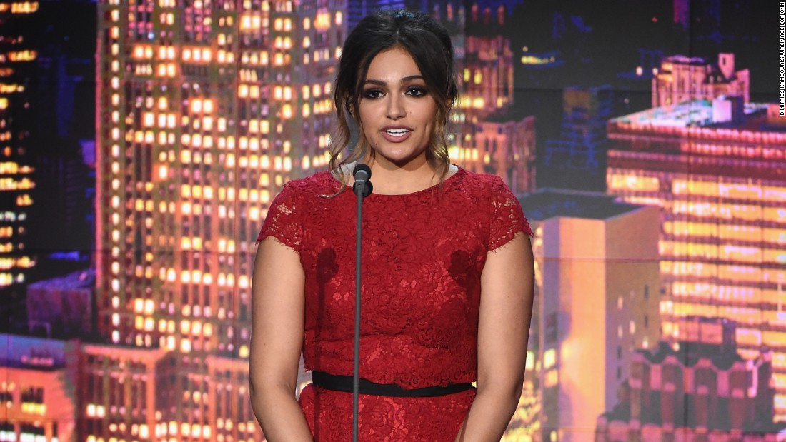 Popular YouTube fashion vlogger Bethany Mota graced the stage to present one of the event's Young Wonder awards.