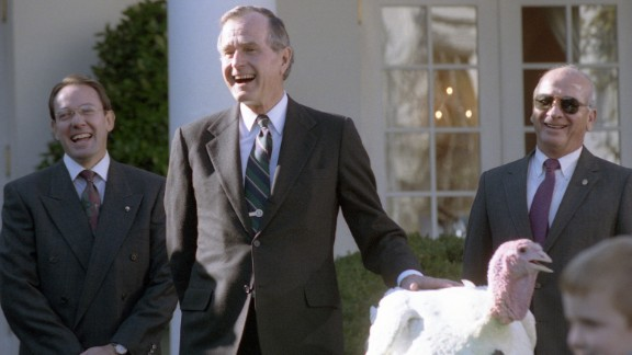 President George H.W. Bush participates in the traditional pardoning in 1990.
