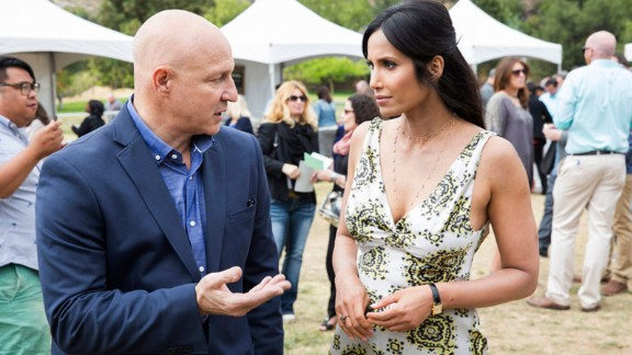 """""""Top Chef"""" Season 13: The judges and contestants continue to keep it delicious with Bravo's popular cooking competition. (Hulu)"""