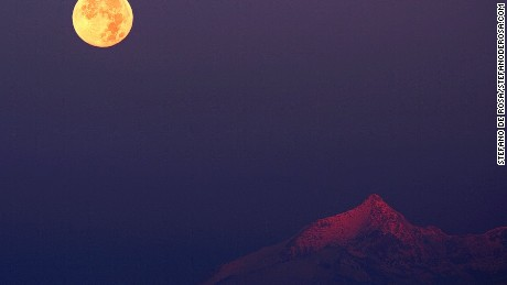 The last full moon in November 2012 (Photo Credit: Stefano De Rosa/Stefanoderosa.com)