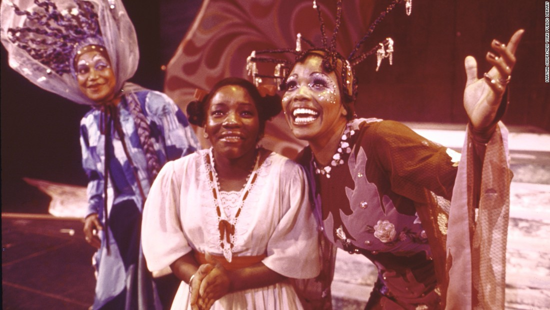 Mills, center, performs a scene with Clarice Taylor, left, and Dee Dee Bridgewater. Taylor played Addaperle, the Good Witch of the North, and Bridgewater played Glinda, the Good Witch of the South.