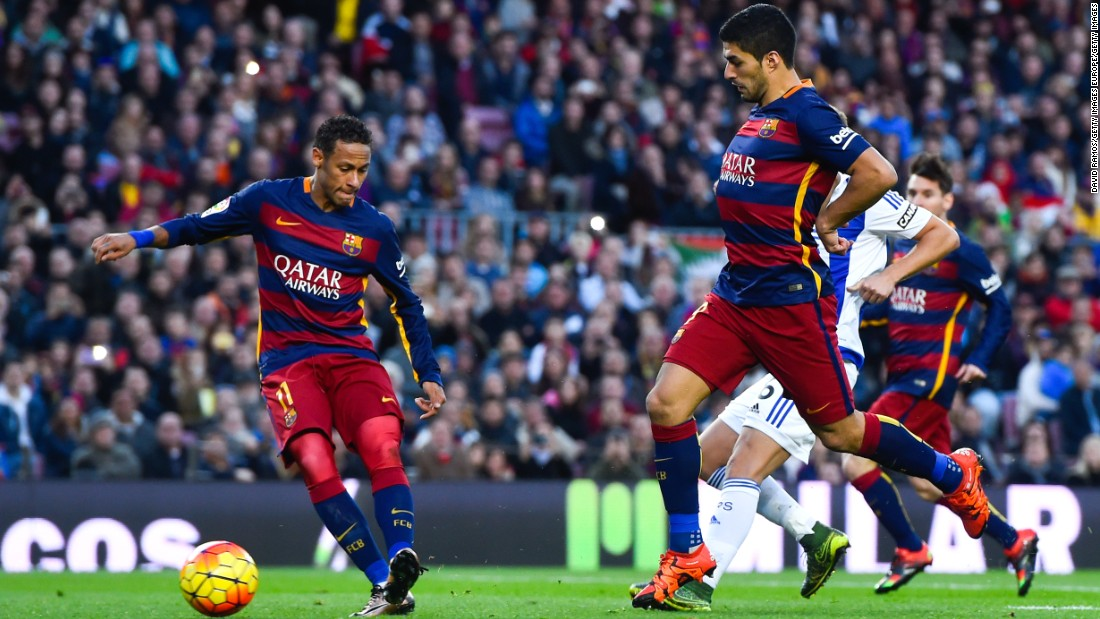 Neymar (L) and Saurez combine for Barcelona's third goal.