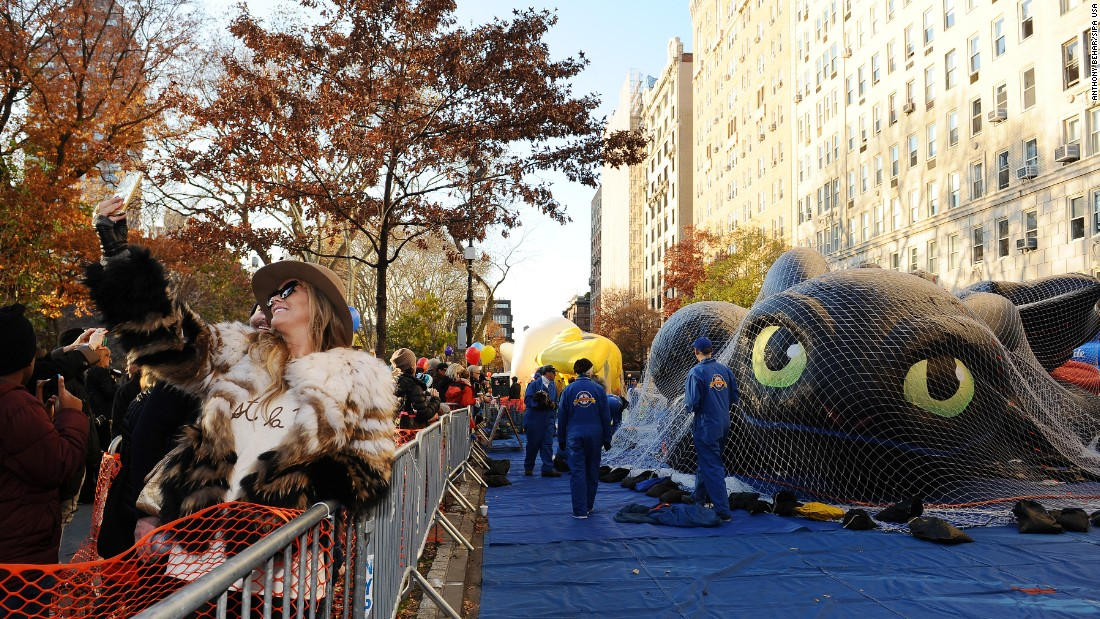 "A woman in New York snaps a selfie Wednesday, November 25, as balloons are inflated for the <a href=""http://www.cnn.com/2015/11/26/living/gallery/macys-parade-2015/index.html"" target=""_blank"">Macy's Thanksgiving Day Parade.</a>"