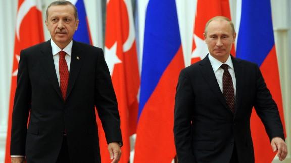 Turkey's Erdogan, left, and Russia's Putin attend a press conference in 2012.