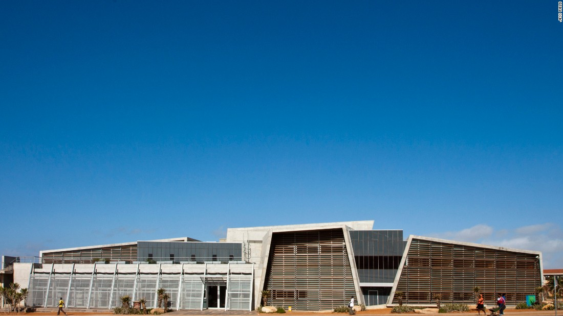 Port Elizabeth is the hometown of Stan Field, who wanted to give back to his community with the Ubuntu Centre. From the outside, the structure could pass as a theater or art gallery, though it is actually an HIV clinic.  <br /><br />The center is multi-faceted however. It not only strives to fulfill a medical purpose, but also a role as a community center, garden, school, yoga hub, and yes, a theater.