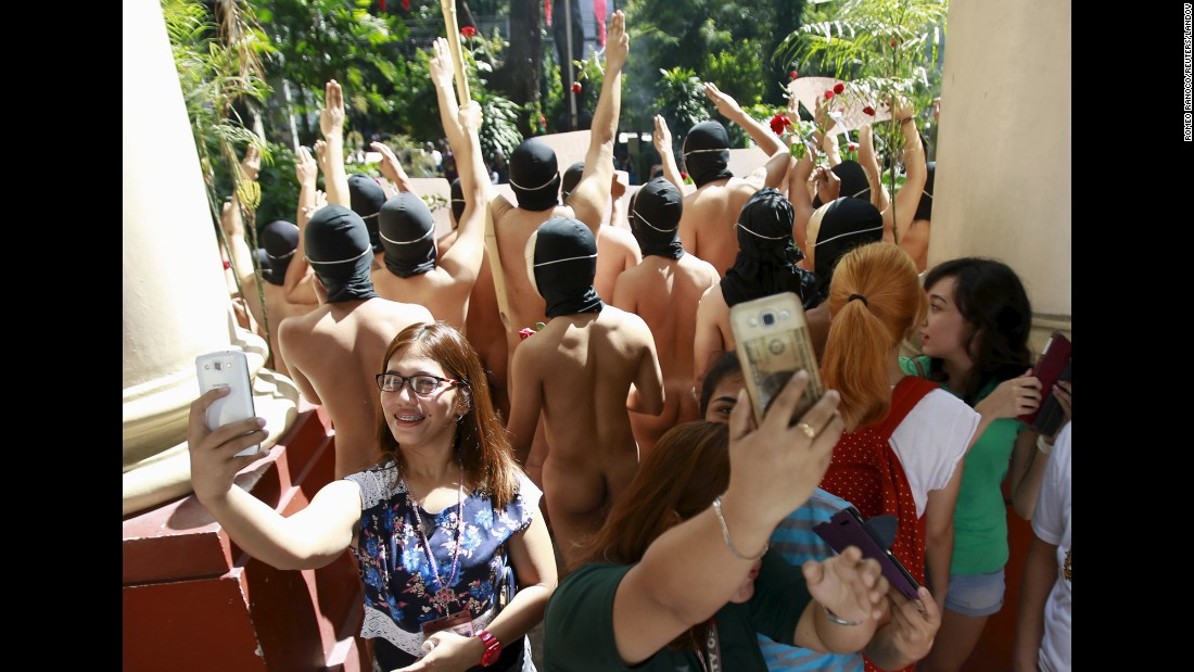 "Students take selfies behind naked members of the Alpha Phi Omega fraternity Friday, December 4, during the fraternity's annual Oblation Run at the University of the Philippines. <a href=""http://www.cnn.com/2015/12/02/living/gallery/look-at-me-selfies-1202/index.html"" target=""_blank"">See 22 selfies from last week</a>"