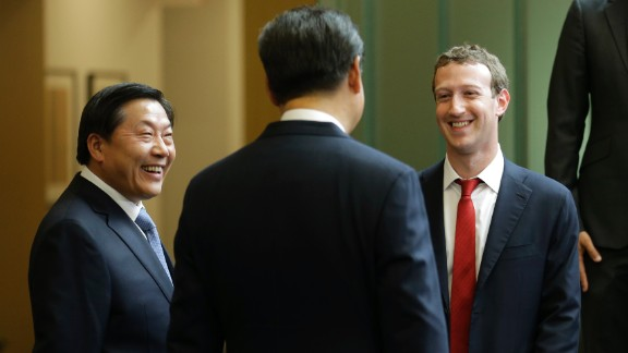 Chinese President Xi Jinping (middle) talks with Facebook Chief Executive Mark Zuckerberg (right) as Lu Wei, China
