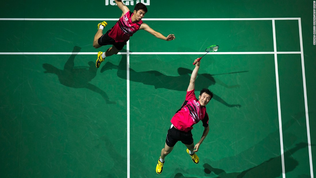 South Korean badminton team Lee Yong-dae, left, and Yoo Yeon-seong compete in the Dubai World Superseries on Saturday, December 12.