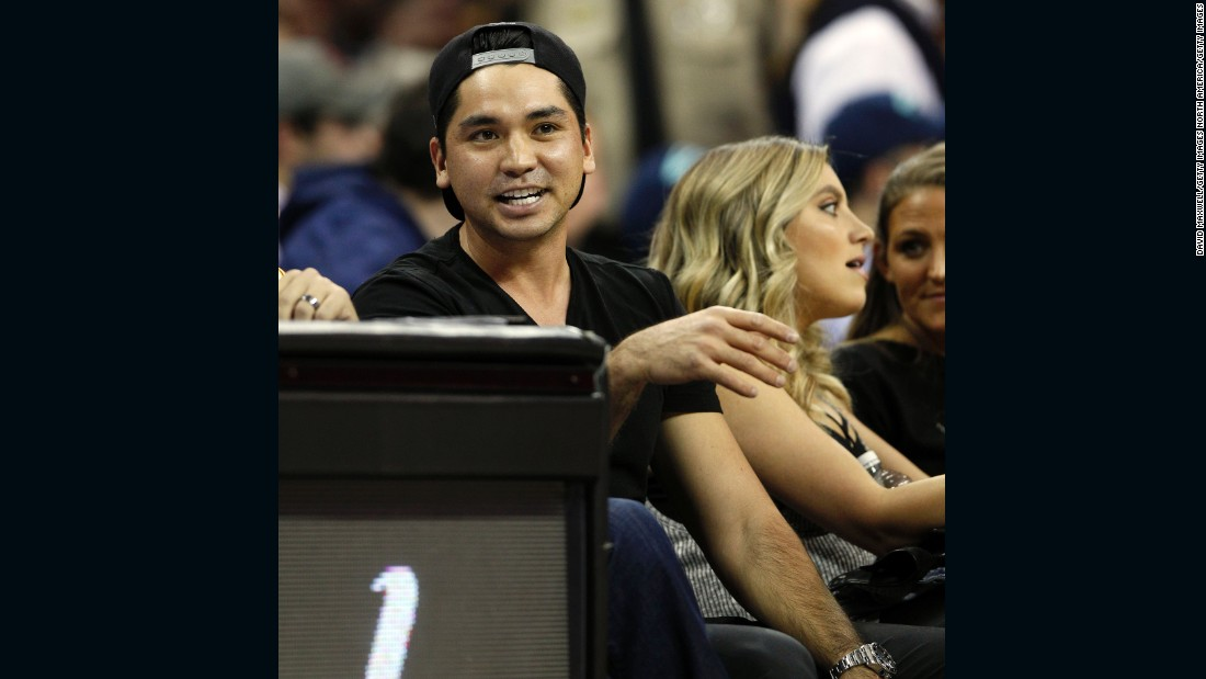 Golf's world No. 2 and his wife were sitting courtside to watch the Cleveland Cavaliers take on Oklahoma City Thunder.
