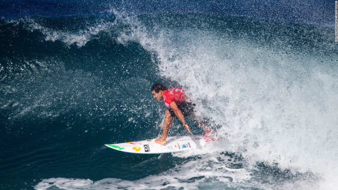 Fellow Brazilian Adriano de Souza was pitted against Hawaiian Mason Ho in the other semifinal heat. Despite Ho having local knowledge on his side, De Souza took a narrow lead and held on until the horn.