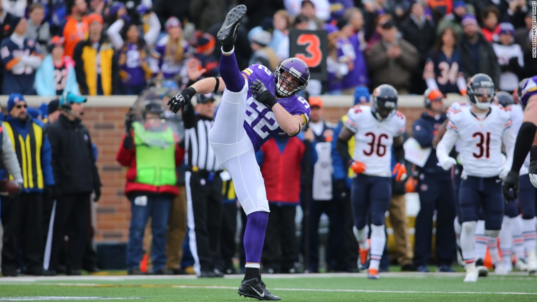 Chad Greenway of the Minnesota Vikings celebrates his sack of Jay Cutler of the Chicago Bears in the first quarter on Sunday, December 20, at TCF Bank Stadium in Minneapolis, Minnesota.<br />