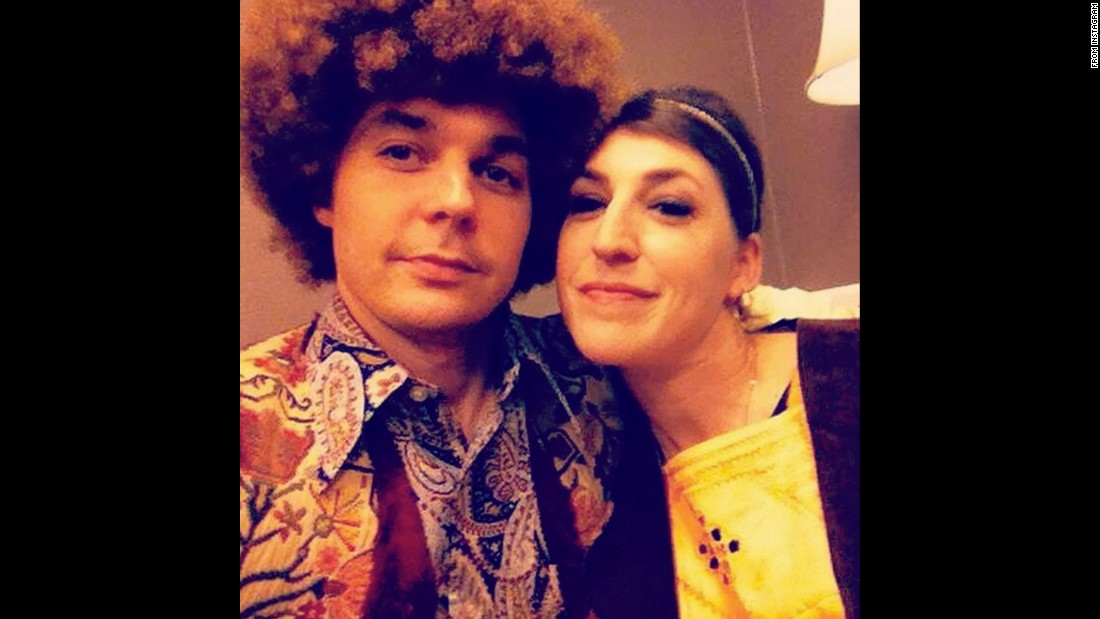 "Mayim Bialik takes a selfie with fellow ""Big Bang Theory"" actor Jim Parsons <a href=""https://www.instagram.com/p/_XTNXOqBpn/"" target=""_blank"">on Wednesday, December 16.</a>"