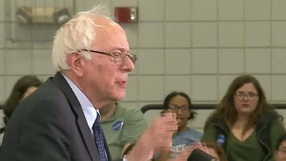 Bernie Sanders mocks Trump Hillary Clinton bathroom_00002127.jpg