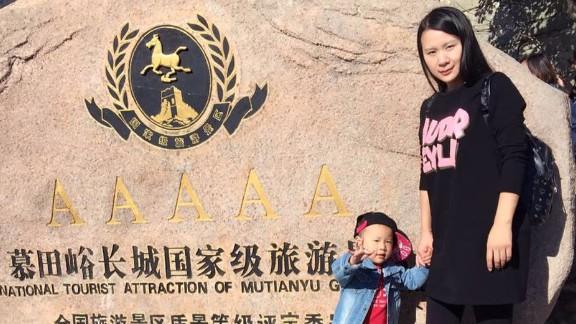 Sun Mingmei and her daughter Mengmeng.