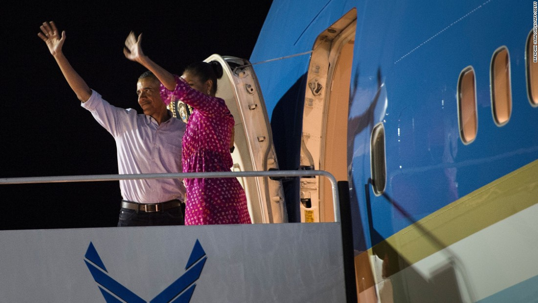 The President and first lady wave before boarding Air Force One to return home on January 2.