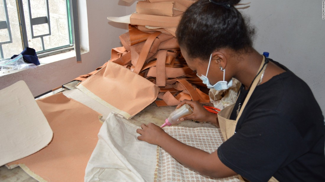 A member of the Zaaf workshop prepares the lining for a bag. To be able to deliver large orders, Schulze outsources to independent artisans.