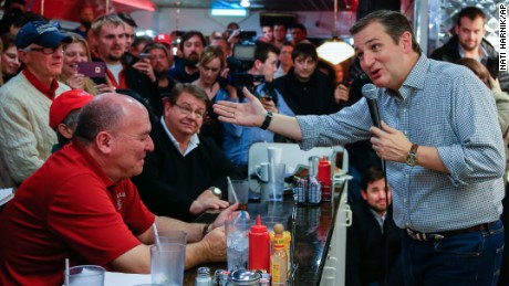 Ted Cruz dismisses citizenship 'swamp theories'