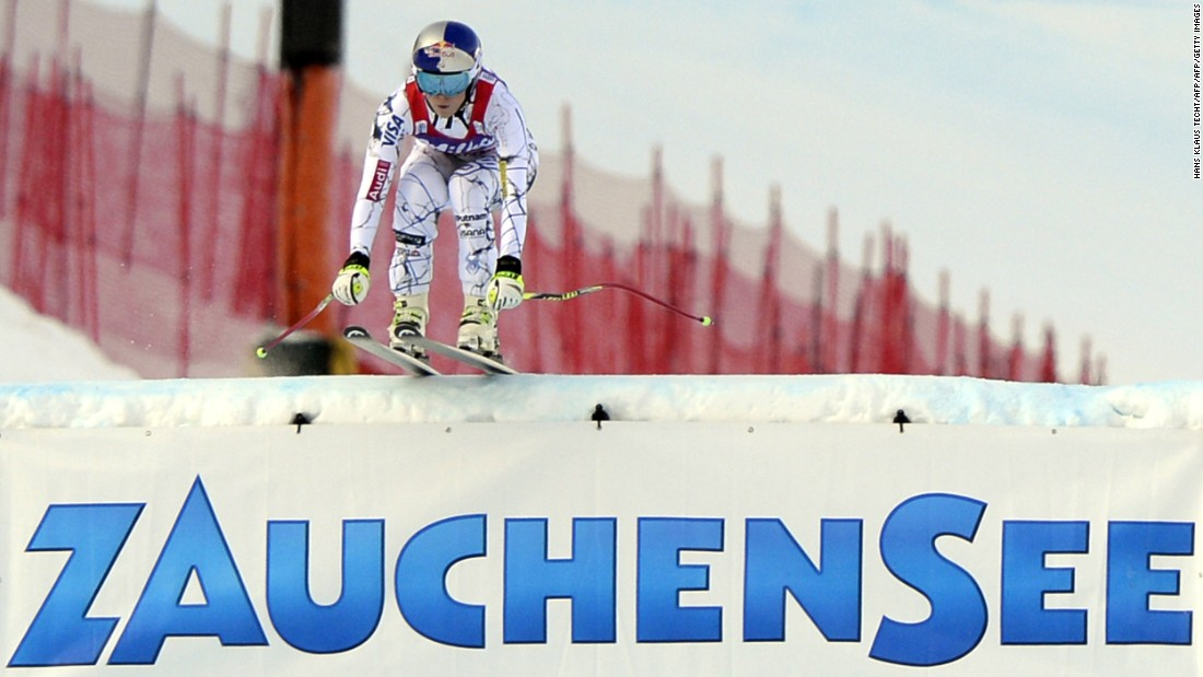 Vonn clocked a time fully one second faster than the rest of the field during her first run on the bumpy Zauchensee course.