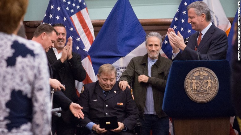 9/11 firefighter received key to NYC (2016)
