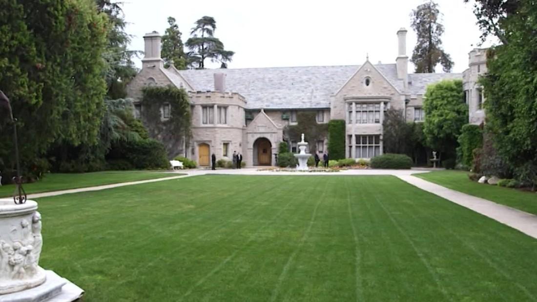 Playboy mansion listed for 200m hefner included cnn video for Super mansions for sale