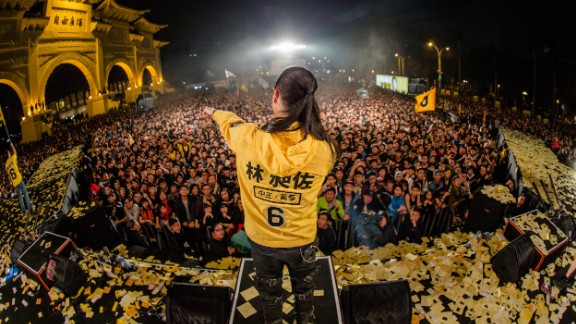 Rock star politician Freddy Lim addresses a campaign rally on December 26
