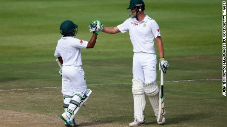 Temba Bavuma with his significantly taller batting partner Chris Morris during the second Test against England