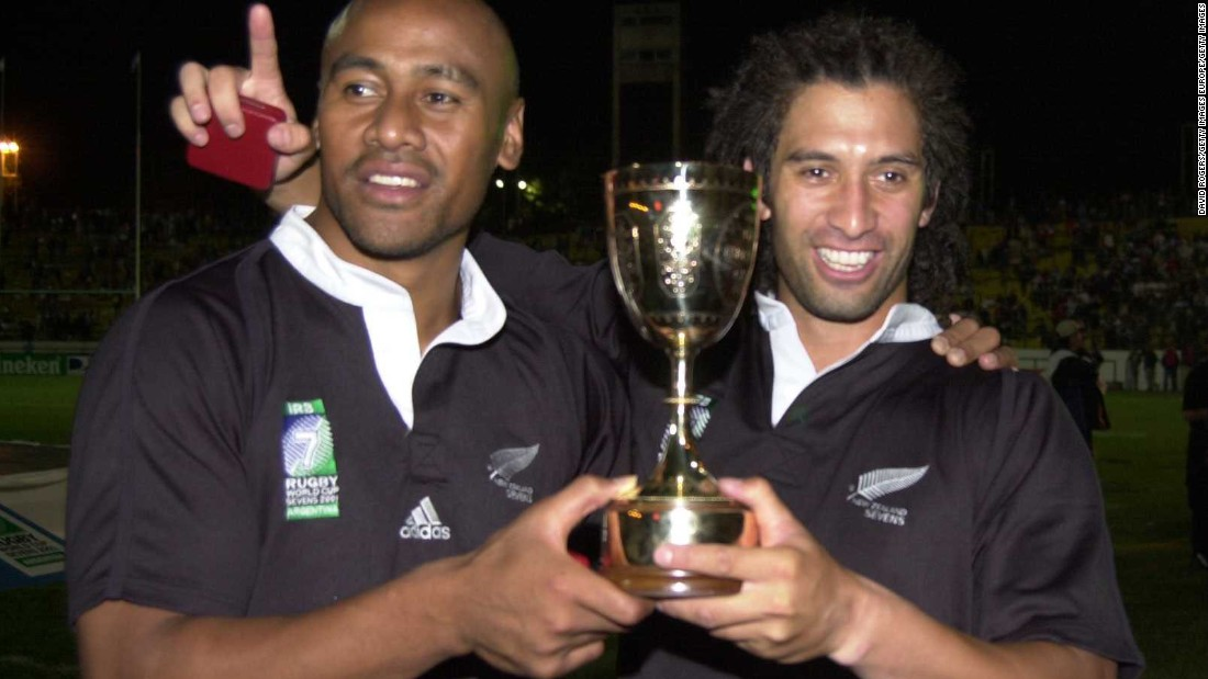 New Zealand captain Karl Te Nana (right) celebrates with Jonah Lomu after winning the final of the 2001 Rugby Sevens World Cup at Mar del Plata, Argentina. Lomu played in the final of the 15-a-side World Cup in 1995.