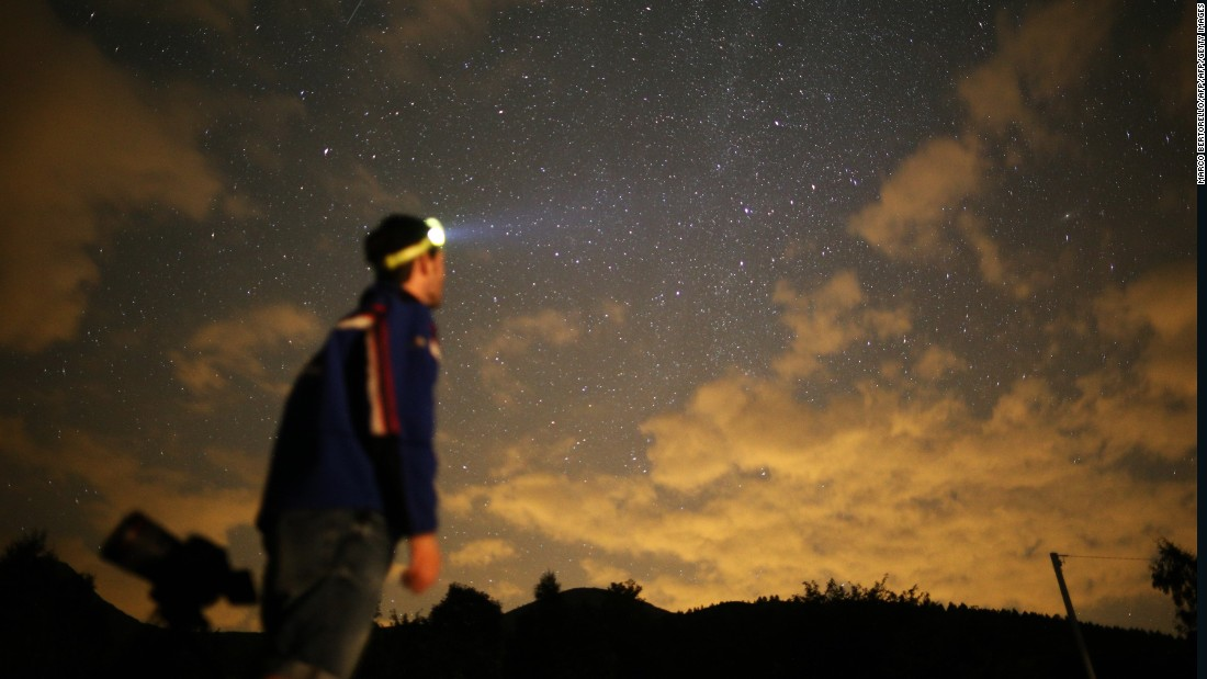 Skywatchers to get special treat -- five planets and a comet