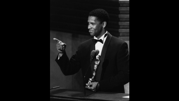 "Denzel Washington accepts his best supporting actor Oscar for the film ""Glory"" in 1990."