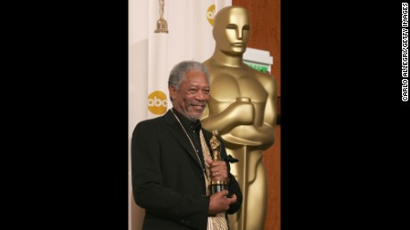 "HOLLYWOOD - FEBRUARY 27:  Actor Morgan Freeman poses backstage with his Oscar for Best Actor in a Supporting Role in ""Million Dollar Baby"" during the 77th Annual Academy Awards on February 27, 2005, at the Kodak Theater in Hollywood, California. (Photo by Carlo Allegri/Getty Images)"