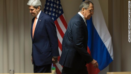 US Secretary of State John Kerry (L) and Russian Foreign Minister Sergey Lavrov arrive for talks on the Syria peace process in Zurich on January 20, 2016, in Davos.